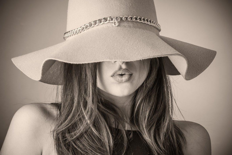 Czapka czy kapelusz? Co wybrać na lato?